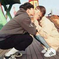少年接吻伴侣头像